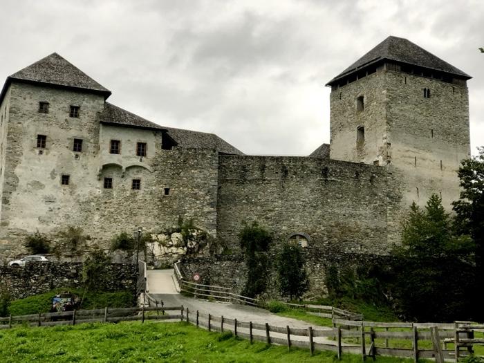 Die Burg Kaprun. Location für das 12. Castlecamp #cczk19